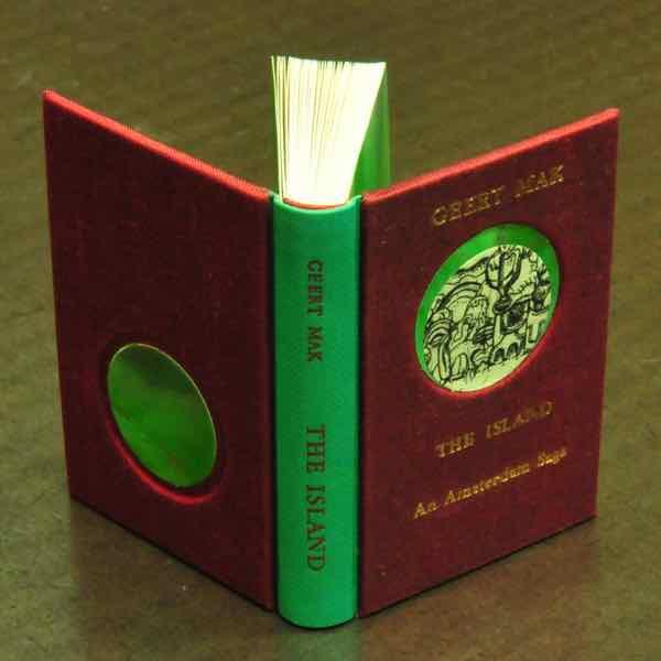 boekband van zijde, textiele boekband  handboekbinderij Seugling Amsterdam The Island opgenomen in de collectie van museum Meermanno